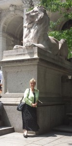 We walked through the NYPL, after which I had to pose by the iconic lions. Rawr.